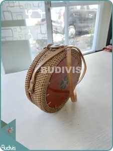 Bali Rattan Bag With Circle Wood On Top