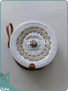 Braided  White Rattan Bag With Coconot Shell Decoration